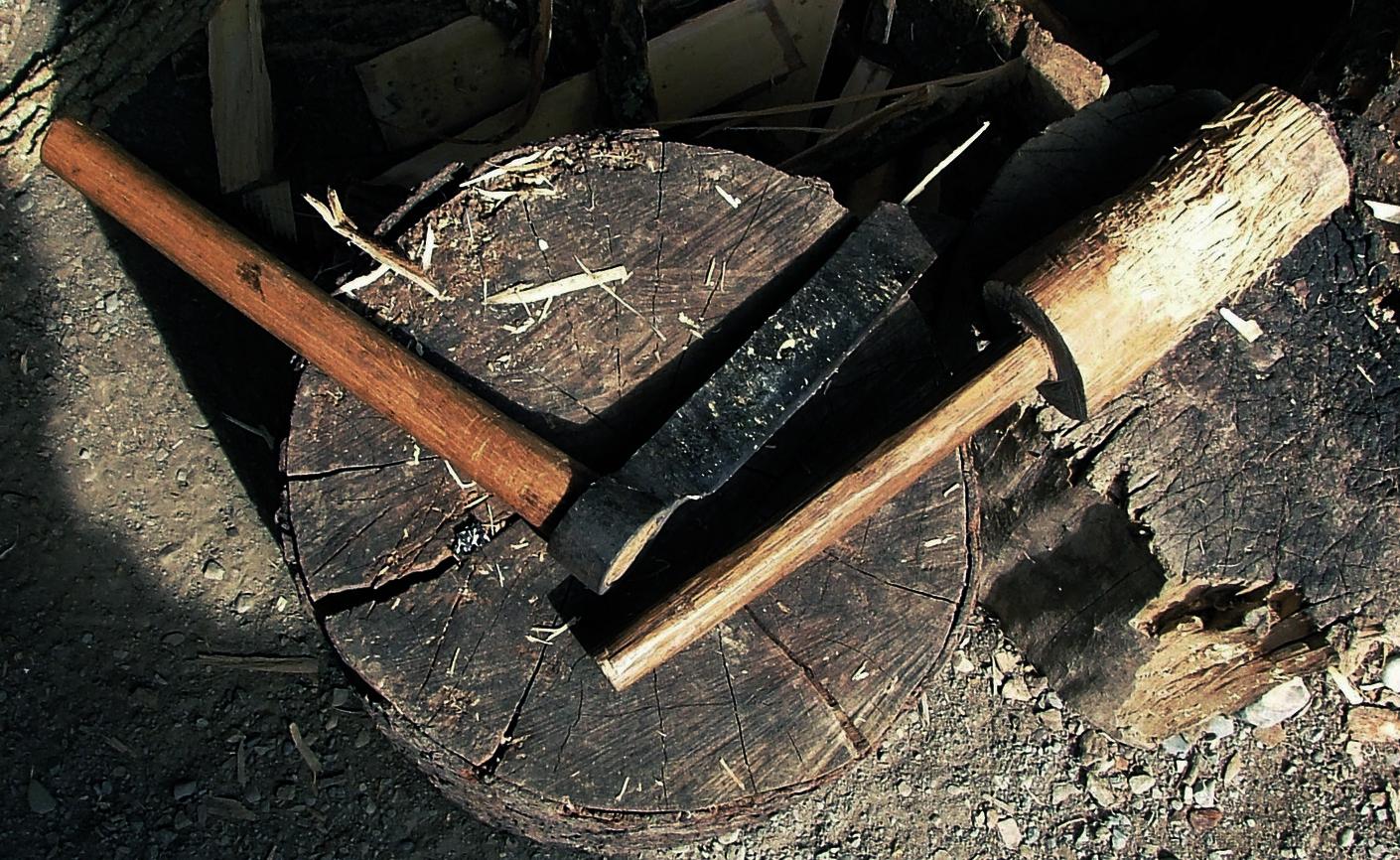 Splitting wood -Froe & mallet